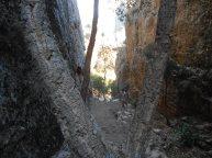 Unos de los tramos de subida al Castillo de Cabañas, situado a 800 metros del pueblo.
