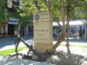 Estatua en conmemoración del museo naval