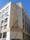 Edificio Antiguo con un grabado el la fachada.