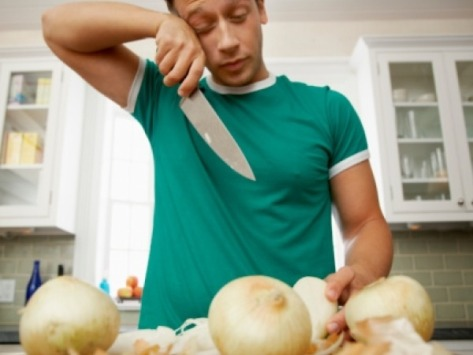 Why-chopping-onions-makes-you-cry
